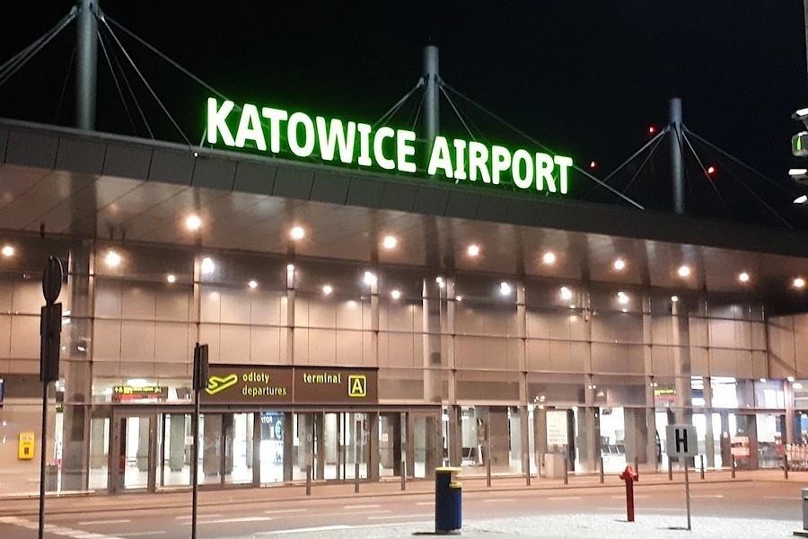 1523363050-lotnisko_pyrzowice_noc